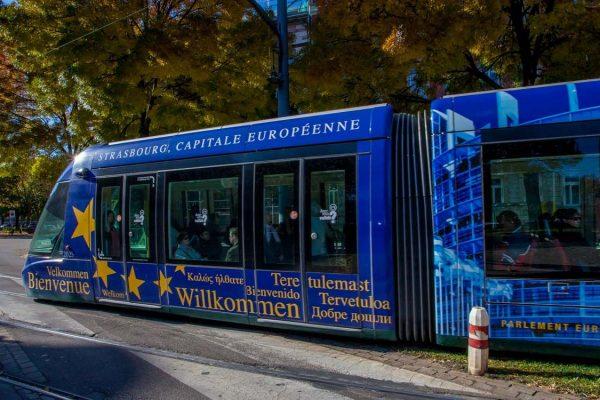 04-Tram_et_cathedrale_Philippe_de_Rexel