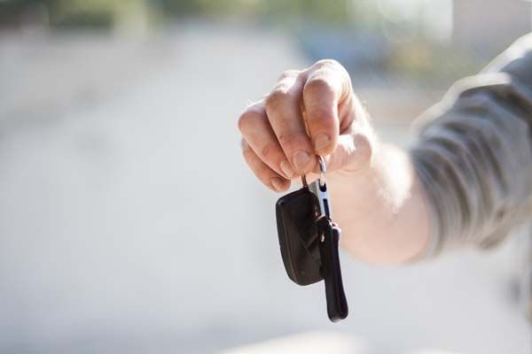 04-car-buying-car-dealership-car-key-97079